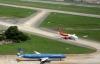 Hai máy bay suýt va chạm: Nên chuyển nơi huấn luyện quân sự?
