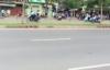 Hàng chục quái xế chặn đại lộ Sài Gòn để đua xe trái phép