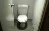 Giáo dục - Nam sinh lớp 3 bị thầy giáo phạt dùng tay trần dọn nhà vệ sinh