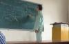 Rưng rưng thầy giáo ĐH Bách Khoa mặc đồ bệnh nhân đứng lớp