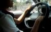Cậu bé 11 tuổi lái xe 16 chỗ chở bố đi chơi