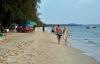 Nữ du khách say xỉn, ngủ quên ở bãi biển bị hai nhân viên resort hãm hiếp