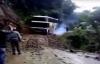 Video: Khiếp đảm cảnh tượng xe khách lật nhào xuống vực