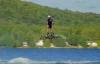 Video: Người bay trên không chỉ nhờ ván trượt