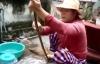 Video:Người phụ nữ Việt bắt và giết 7 rắn độc trong 7 phút