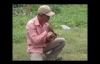 Video: Rùng mình người đàn ông nuốt đầu rắn
