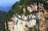 Du khách chạy tán loạn khi phát hiện cầu kính Trung Quốc bị nứt