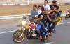 Phát hoảng xe máy chở 10 người bốc đầu