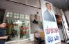 Video: Ông chủ quán cắt tóc giống hệt Tổng thống Mỹ Obama