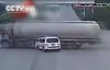 Vượt đèn đỏ, xe cứu thương bị xe bồn đâm ở tốc độ cao