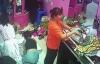 Video: Người phụ nữ trộm ví tiền trong cửa hàng mỹ phẩm