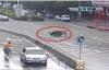 Video: Bắn hạ trâu điên hung hãn húc 13 người bị thương trên phố