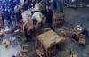 Video: Nhóm côn đồ cầm mã tấu xông vào đập phá quán nhậu ở Đà Nẵng