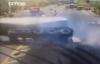 Ôtô dừng đèn đỏ bị xe bồn nghiền nát không thương tiếc
