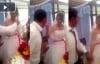 Chú rể tát cô dâu ngay trên sân khấu đám cưới vì đùa quá trớn