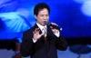 Chế Linh giải thích với khán giả về 3 ca khúc trước 1975 chưa được cấp phép