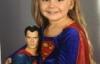 Mặc đồ siêu nhiên đến trường, cô bé 3 tuổi trở nên nổi tiếng