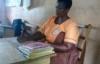 Bà mẹ 5 con đi học tiểu học được Tổng thống đến nhà động viên