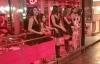 Hàng trăm gái bán dâm khu đèn đỏ Thái Lan mặc đồ đen sau 10 ngày đóng cửa