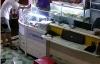 Thanh niên vờ mua điện thoại để cướp, chủ tiệm bất lực đuổi theo