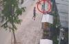Trộm xe máy chạy trối chết khi bị phát hiện