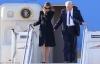Mặc dân tình bàn tán, bà Trump vẫn tiếp tục từ chối nắm tay chồng khi xuống máy bay ở Ý
