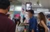 Đời sống - Thanh niên chen ngang hàng trong siêu thị, mắng người khác