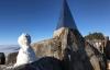 Tuyết rơi trắng trên đỉnh Fansipan, du khách ngỡ như đang ở trời Tây