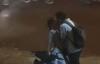 Nụ hôn tạm biệt vội vã chụp trên đường của cặp đôi gây bão MXH