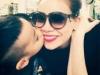 Bé Subeo ôm hôn mẹ Hồ Ngọc Hà trước khi đi xa