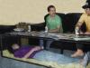 Đặt quan tài của vợ giữa phòng khách làm bàn uống nước