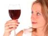Những lợi ích bất ngờ của rượu vang đỏ đối với sức khoẻ