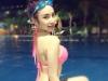 Angela Phương Trinh khoe cơ thể nuột nà bên bể bơi