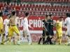 Trọng tài và cầu thủ cởi áo dọa đánh trọng tài lĩnh án phạt nặng