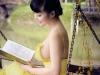 Đỏ mặt với ảnh đọc sách gợi cảm của Lê Kiều Như