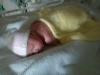 Bé 5 tuẩn tuổi sống sót diệu kỳ bên thi thể mẹ