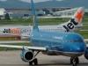 Máy bay VNA và Jetstar suýt va chạm trên đường băng