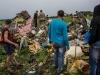 Đám đông 'hôi của' trên người nạn nhân trong chuyến bay MH17