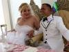 Chùm ảnh cưới của người phụ nữ chuyển giới gây xúc động