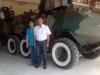 Cha con hai lúa chế tạo xe thiết giáp được cấp biệt thự, xe hơi