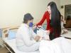 Hoa hậu Ngọc Anh nghẹn ngào trao quà cho bệnh nhân ung thư