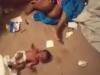 Mẹ tâm thần hành hạ con 19 ngày tuổi, bố đứng quay clip