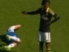 Video: Pha ăn vạ thô thiển khiến cho thế giới bóng đá phát ngượng