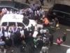 Video: 30 người đi đường nâng taxi cứu cô gái bị mắc kẹt dưới gầm