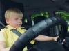 Kì lạ cậu bé 3 tuổi 'được thuê làm tài xế taxi'