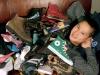 Tỷ phú thế giới sống trong xe kéo, đi giày rách