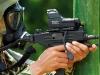Đặc công Việt Nam dùng súng tiểu liên Micro Uzi hạ gục mục tiêu