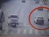 Top video hot ngày 29/11: Xe ô tô đột nhiên bị nhấc bổng trên đường ở Trung Quốc