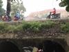 Phát hiện thi thể cô gái cùng xe máy dưới mương nước