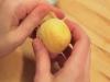 Video: Cách nướng bánh thơm ngon đơn giản với vỏ trứng gà